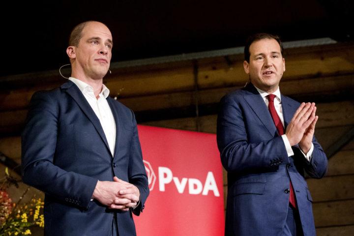 2016-11-26 17:43:38 GRONINGEN - Kandidaat-lijsttrekkers van de PvdA Diederik Samsom en Lodewijk Asscher debatteren in Groningen over de koers van de partij. In de zoektocht naar een nieuwe leider organiseert de PvdA debatten waarin de kandidaat-lijsttrekkers de strijd met elkaar aangaan. ANP KOEN VAN WEEL