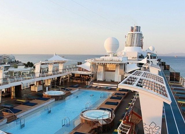 The pool on the Mein Schiff 6