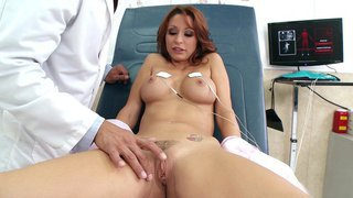 Monique Alexander gets her_trimmed box fingered in the_hospital Preview Image