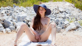 Hot chick Leila fingers her twat in HD art porn Preview Image