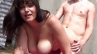 Deutsche BBW Girls lassen ihre Titten wackeln Preview Image