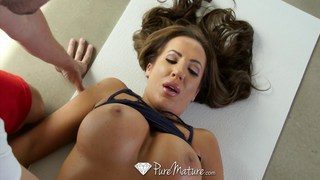 MILF Richelle Ryan works out the dick Preview Image