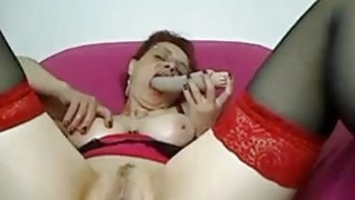 Mature amateur Linda toys her soaking pussy Preview Image
