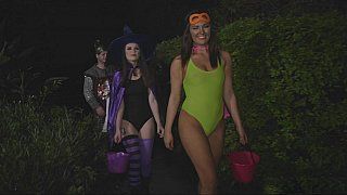 Costumes_and_lust Preview Image