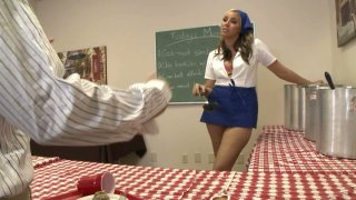 Busty blonde Delilah_Strong wants to learn to cook Preview Image