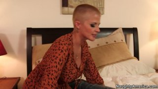 Friendly milf Joslyn James wants to help_this guy and blows his cock Preview Image