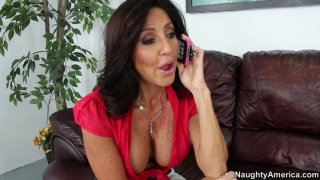 Horny cougar bitch Tara Holiday gives a head to a delivery guy Preview Image