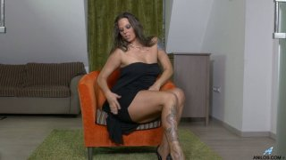 Temptress Simony Diamond is finger fucking pussy spreading_legs_wide open Preview Image