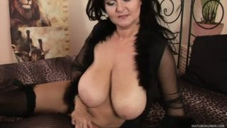 Plump black haired wanker Reny spends time while rubbing her pussy Preview Image