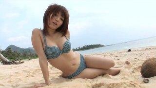 Really cute Jap girlie Mayu Nozomi walks on the beach_in bikini Preview Image