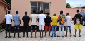 Busted!! EFCC arrests 10 suspected Yahoo boys (internet fraudsters) in Oyo