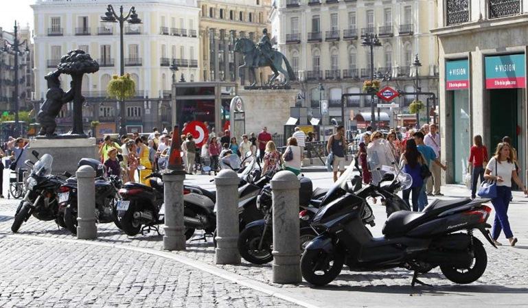 Cómo aparcar las motos en Madrid