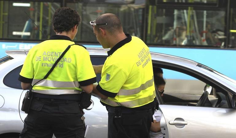Un Guardia se queda con el dinero de 21 multas de tráfico