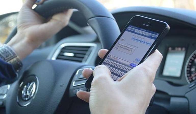 El uso del Whatsapp mientras se conduce