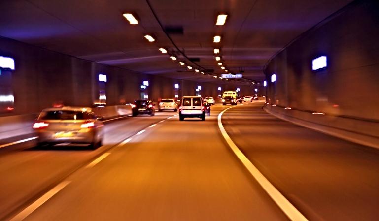 Cómo circular con seguridad dentro de un túnel