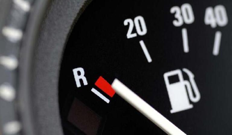 Las dudas y multas por conducir sin combustible
