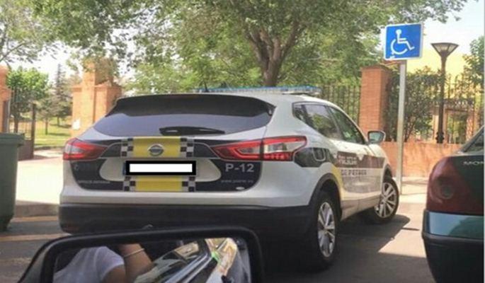 Multa de 800 euros por denunciar el mal aparcamiento de un policía