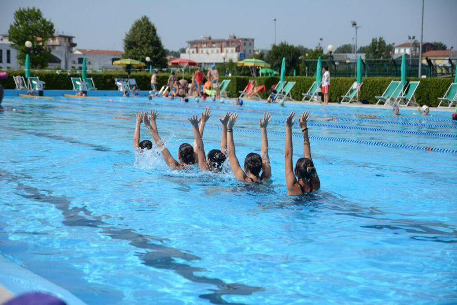 La magia del nuoto sincronizzato  Sport Pontedera