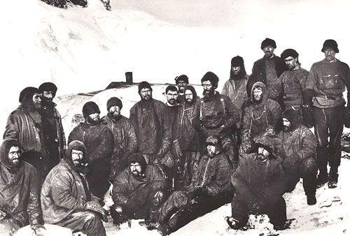 L'équipage de l'Endurance sur l'île de l'Eléphant, à l'exception de Frank Hurley