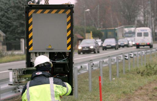 Installation du 1000e radar automatique à Peroy-les-Gombries en décembre 2005.
