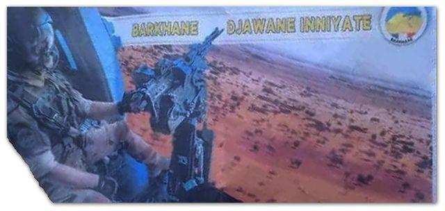 """""""Barkhane garde un œil sur vous."""" Tract attribué à l'opération française Barkhane, largué le 28 décembre 2020 au Mali."""