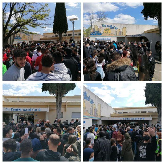 Les CRS forment un cordon pour bloquer l'entrée du centre social de la CAF de la Paillade à Montpellier, où Emmanuel Macron était attendu pour 14h15
