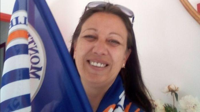 Agnès avec toute la panoplie du Montpellier Hérault avant le match contre Paris