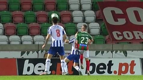 O penálti conquistado por Francisco Conceição que valeu a vitória ao FC Porto
