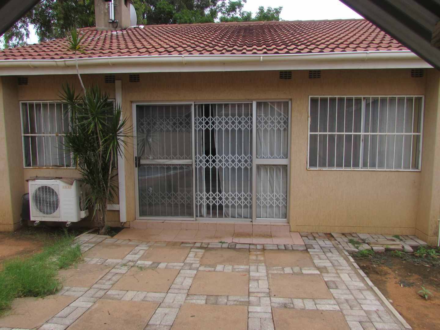 Not sure how to find a house to rent (or an apartment)? 3 Bedroom House To Rent In Broadhurst Re Max Of Southern Africa