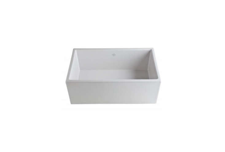 10 Easy Pieces White Kitchen Farmhouse Sinks Remodelista