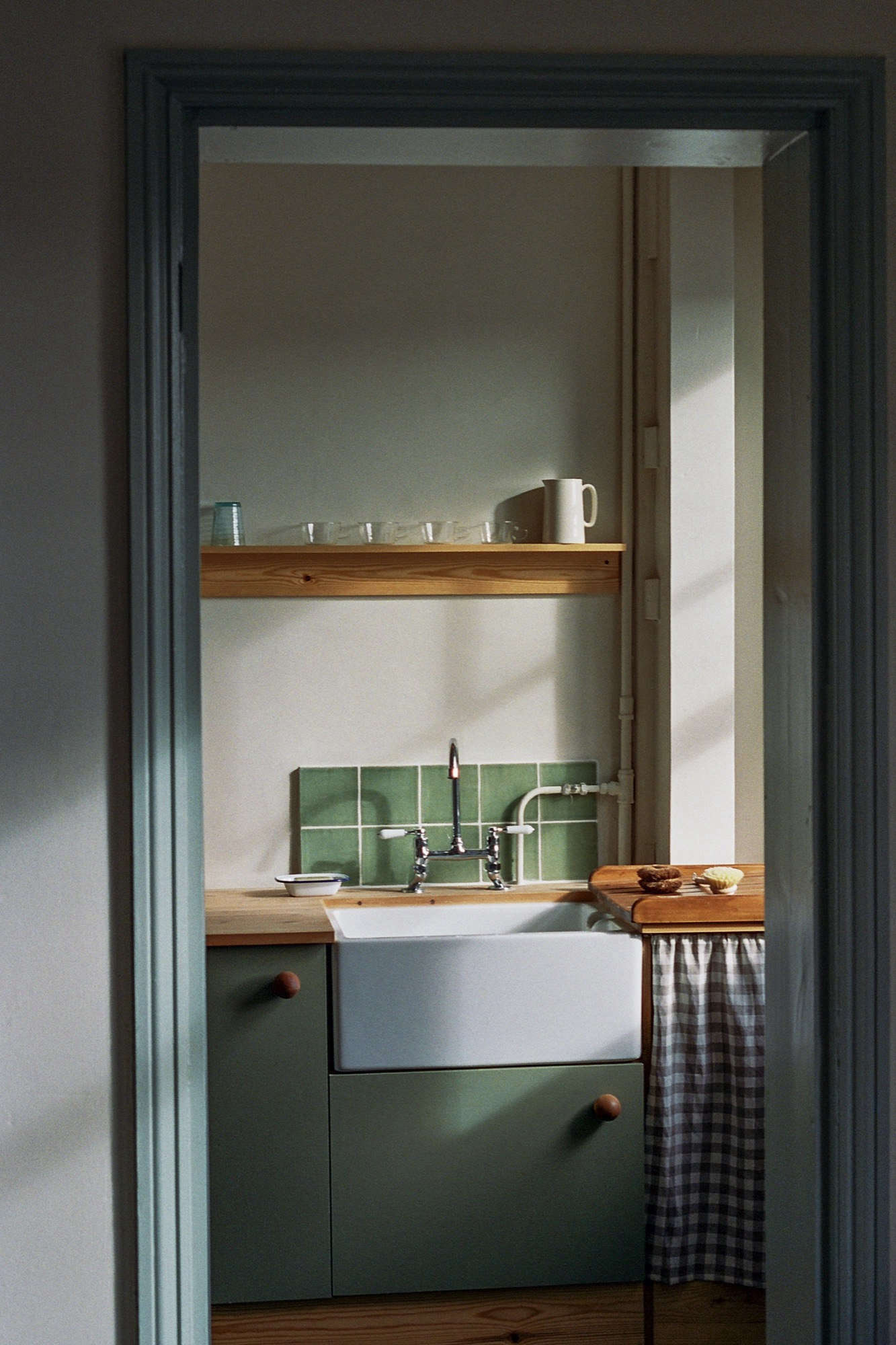 vintage kitchen faucet countertop a vintage-inspired apartment in hackney from abel sloane ...