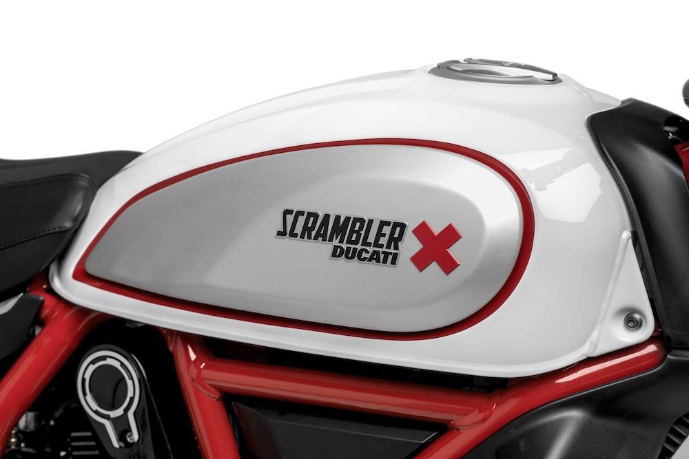 Ducati Scrambler Desert Sled tank