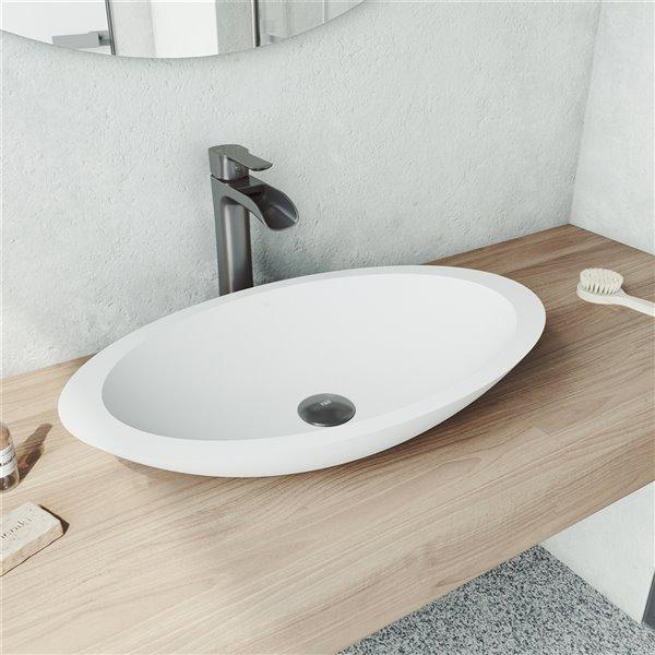 lavabo de salle de bains blanc mat wisteria de vigo robinet noir graphite 23 13 po