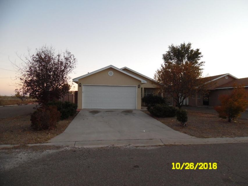 If you have a champaine taste and a beer pocketbook this home is for you. recent renovation from top to bottom complete with all new appliances, granite counter tops, tile floors, finished garage, central air and even block walls around the back yard.