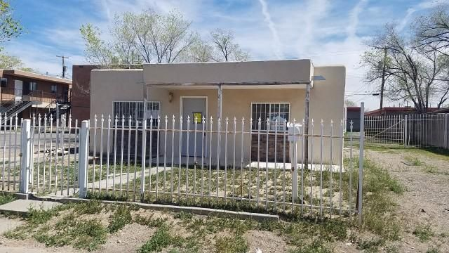 2 Bed, 1 bath home located in Albuquerque, NM. This home has a nice size fenced in yard. Interior of this home will need some repairs and updating but can be made into a nice home!