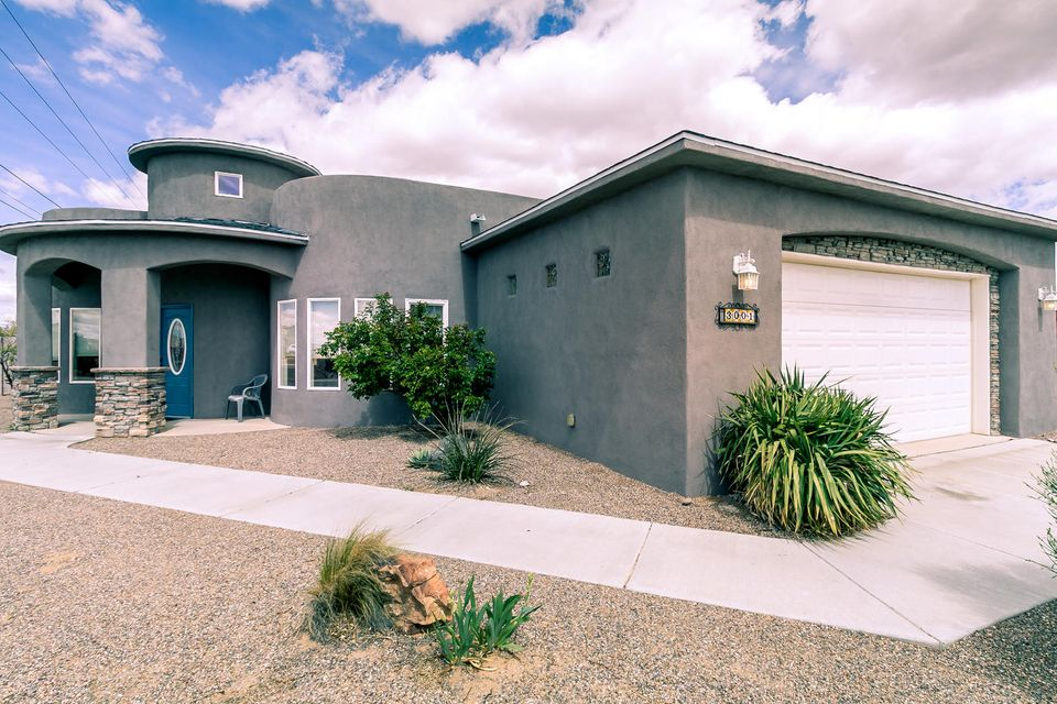 Ron Montoya Custom Designs home built by Cherished Custom Homes. Open floorpan w/ lots of natural light. Large great room w/ raised ceiling offers versatility in use of space. Eat-in kitchen has granite counter tops w/ decorative tile back splash, 42'' cabinets, stainless steel appliances, double Jenn-air ovens, gas cook top, pantry, breakfast bar. Master suite includes tray ceiling, door to sunroom, jetted tub, separate shower, double sinks, walk-in closets. Two additional spacious bedrooms w/ Jack & Jill bathroom. Office/study could be 4th bedroom. Sunroom provides an extra living area. Refrigerated air, laminate wood and tile flooring,  travertine bath counter tops, stacked stone exterior accents, SW gravel landscaping, backyard access, half acre lot.