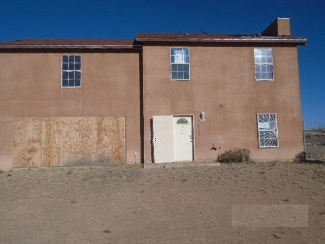 Spacious 4 bed, 2 bath home in Lunas, NM. Home sits on 0.25 acres. Interior will need repairs and updates but would make a nice home.