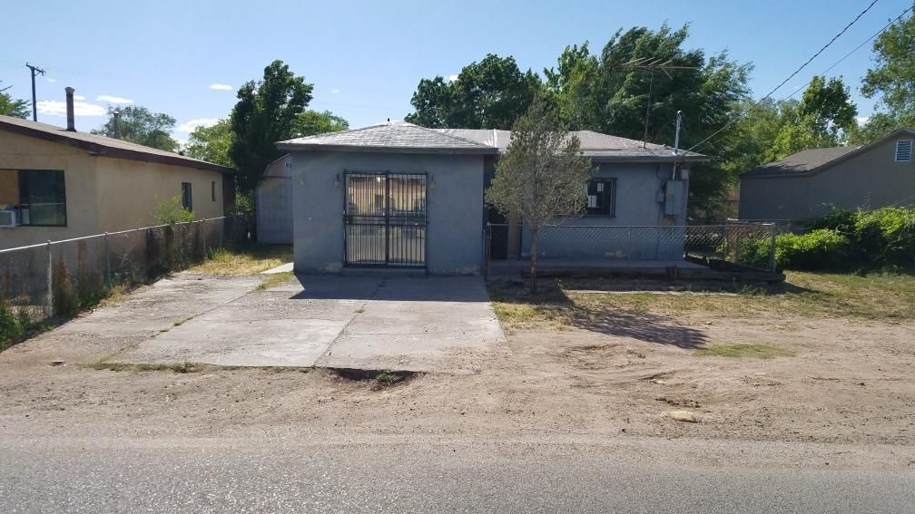 Great opportunity! The home needs work however priced well. Come take a look, has large lot, spacious rooms. Property is being sold at Auction. Being sold AS IS.