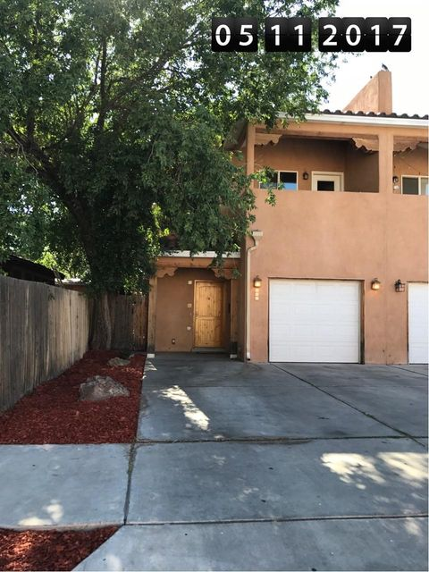 Great home Downtown. Walking distance to court houses, Old Town and Downtown. 2 Story, 3 Bedroom, 2.5 Bathrooms, 1 Car Garage. Tile Floors downstairs &L in wet areas. Tile Counter tops. Carpet in Bedrooms. Open Floor Plan. Balcony off Master Bedroom. Refrigerated A/C, Alarm System and Private Back Yard.