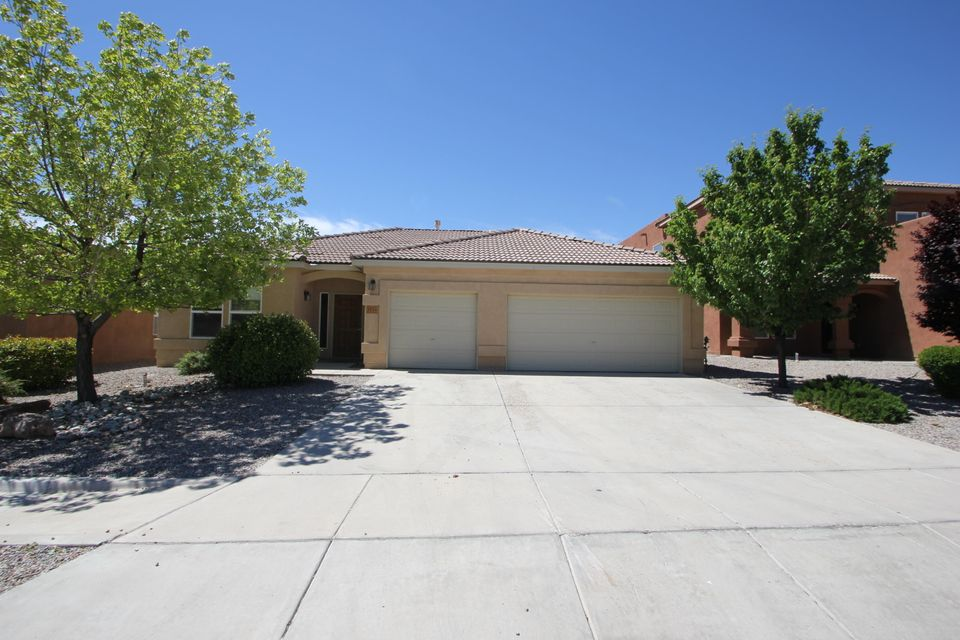 Wow, what a great house, New paint, New Carpet, 3 car garage and and a great floor plan. This house is a must see.