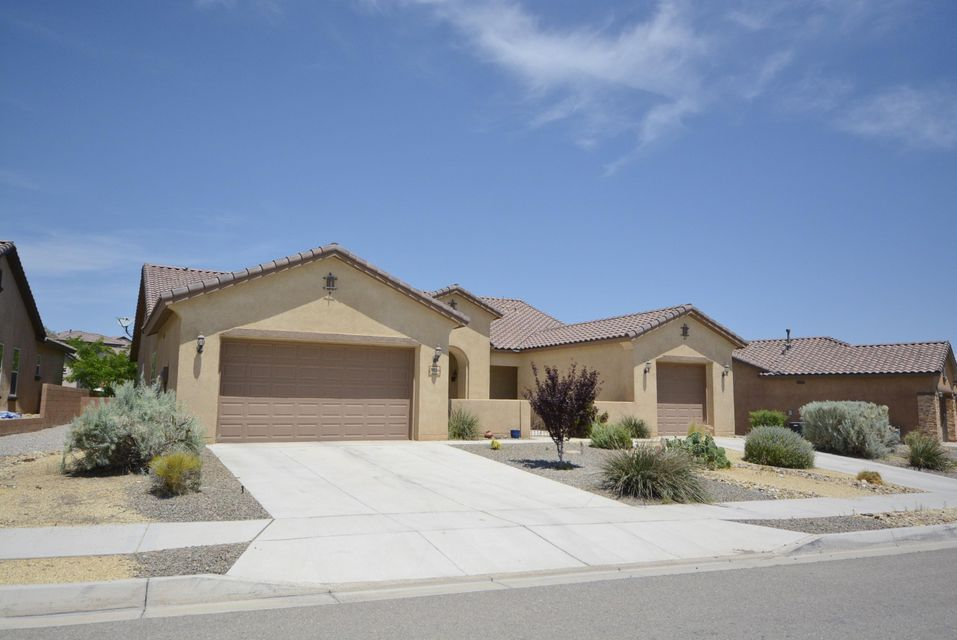 Another Classic at Loma Colorado-single story 3 Car Garage home. Elegant Courtyard leads to the gracious 5 POSSIBLE 6 bedroom home includes Bonus Flex room which can serve well as an Office or Hobby/craft room. Chef's Kitchen with kitchen island/bar and large Pantry; Ample Storage thru out ! Lots of indoor and outdoor entertaining space in this wonderful open and functional property. Make an appointment to see it - all one level homes on this street!