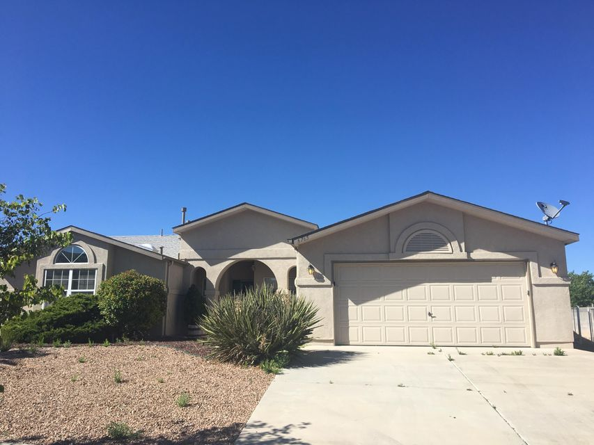 3 Bedroom, 2 Bath, 2 Car Garage.  Spacious floorplan with Formal Living/Dining Area.  Open kitchen to Great Room.  Kitchen includes brand new counter tops and stainless steel appliances.  Master with large master bath.  Covered patio.  Corner lot!!