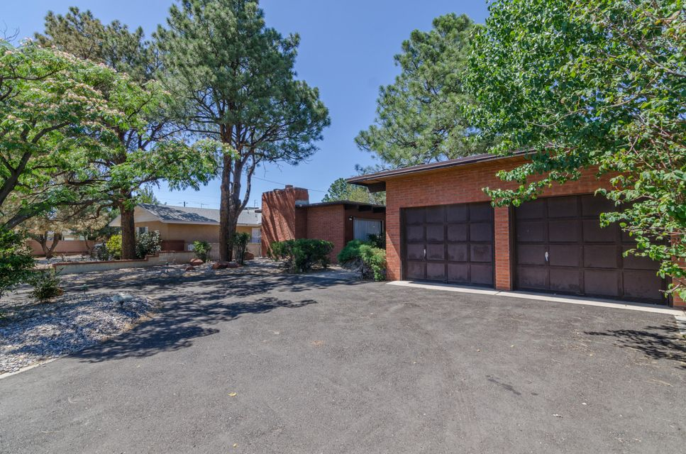 Beautiful, custom Fowler home located in La Sala Grande! Great location with neighborhood park just down the road. Three bedrooms and two full bathrooms. Tongue and groove ceilings throughout, skylights, and a nice wood burning fireplace with gas start. Fruit trees and storage shed in back yard.