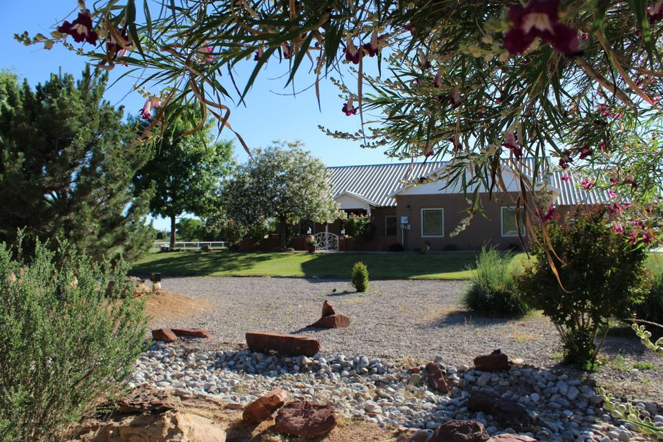 Must see Beautiful custom built Ranch Style Home, nestled in desirable upscale quiet cul-de-sac of Peralta.  This meticulously maintained home is a great place to raise a family.  Warm-open floor plan features a great room with 13' vaulted ceilings, chef's kitchen with granite countertops with Italian glass accents, custom stone/tile work throughout.  Radiant heat (7 zones), refrigerated air, water filtration and integrated vacuum system and recirculating pump.  Recently completed renovations include natural travertine stone flooring, bamboo hardwood flooring, bathroom renovations with designer features and custom cabinetry, kitchen cabinetry and upgraded windows throughout.