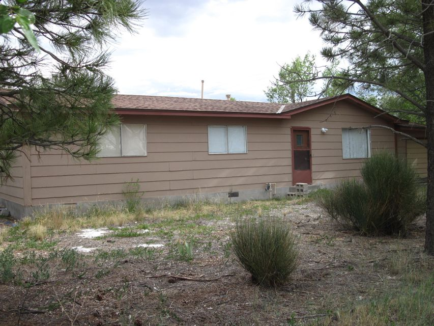 Renovated double wide modular, measures 50.3 feet long, by 24.2 feet wide, with attached 1 car garage. Estancia water,  sewer and natural gas. New carpet, paint, and toilets. Blocks away from Arthur park, library, police station, and schools. Have home inspection report, termite inspection, and VA appraisal good for lenders.
