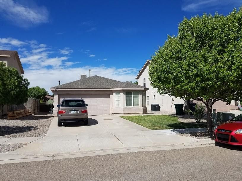 This DR Horton home has been well maintained and is move in ready. This amazing home has a great open floor plan, Kitchen with island and pantry that opens to a Large Living Area with Gas/log fireplace, Den/Study off of Living area, that can also be converted to another bedroom. Backyard is easy maintenance with xeriscape.  This is a Must See Home!