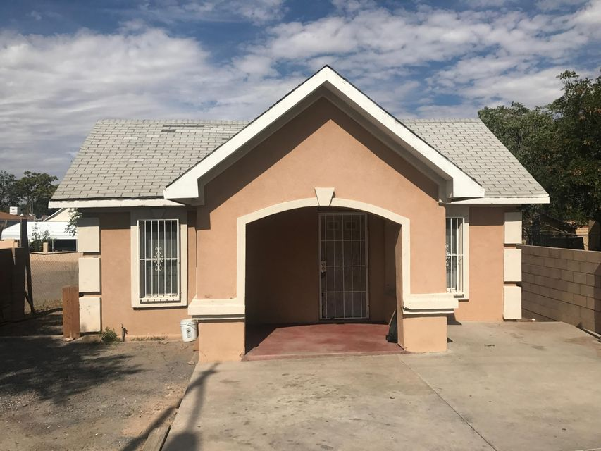 Great investment home with lots of potential. Centrally located right off of Broadway. Just minutes from the freeway makes it convenient to get around town quickly.