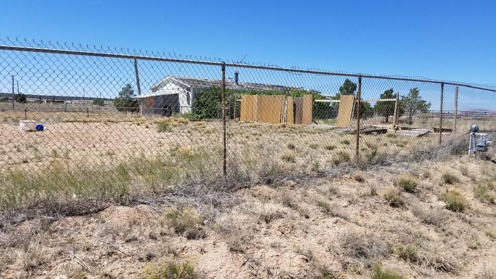 Great fixer upper! Large lot! Great potential. Home features huge living room, open kitchen, spacious rooms. Needs work but priced accordingly! Come take a look!