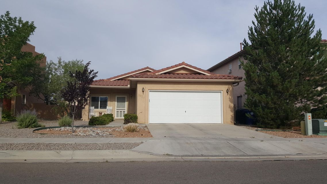 Welcome to your new home!  Beautiful, well kept home in desirable Vista Del Norte.  Nice open floorplan, close to freeway, parks and schools.