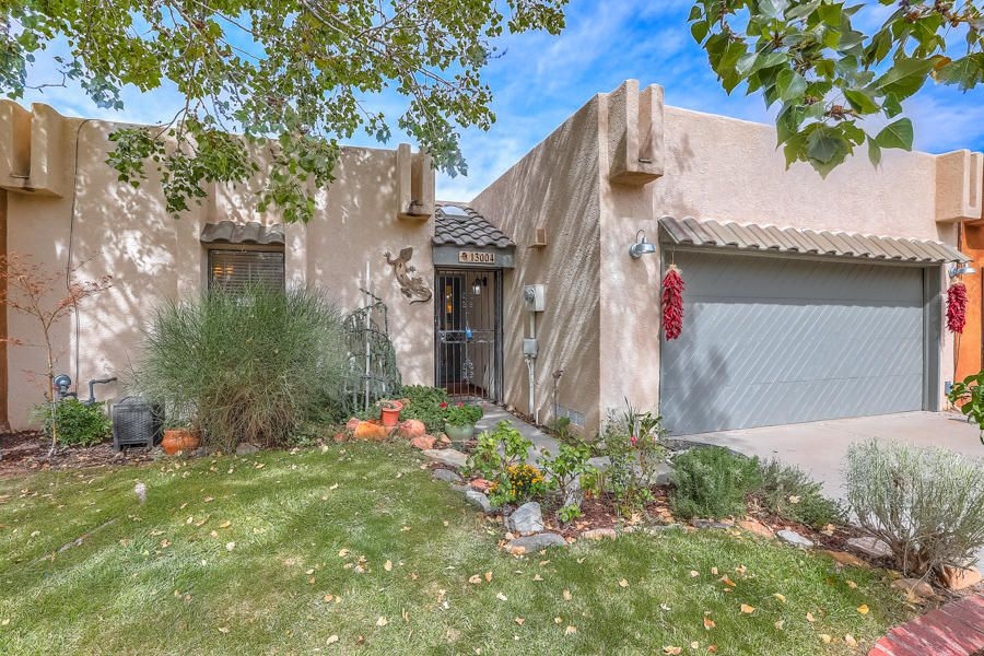Foothills Kachina Hills Cambridge Park Updated 1 level Custom Home on Mountain & City view lot.Upscale, Updated, Decorated one level patio home on a private, cul-de-sac Sandia Foothills city mountain view lot! Pristine w/3 spacious BDRMS;3.5  baths.Separated MBR w/private bath(15'4''x10'3'')& 2 walk in closets . Magnificent greatroom w/ raised ceiling,wood floor,skylites, custom fireplace and dining area access,Indoor atrium, gracious FDR with custom chandelier,wood floor & raised ceil, gourmet kit with lots of cabinet &counter space, breakfast nook, laundry room, 2 car garage, manicured exterior,private back yard with raised wall& great city & mountain views plus a big  covered entertainers patio,lush plantings & serene sunset city and mountain views Simply the Best